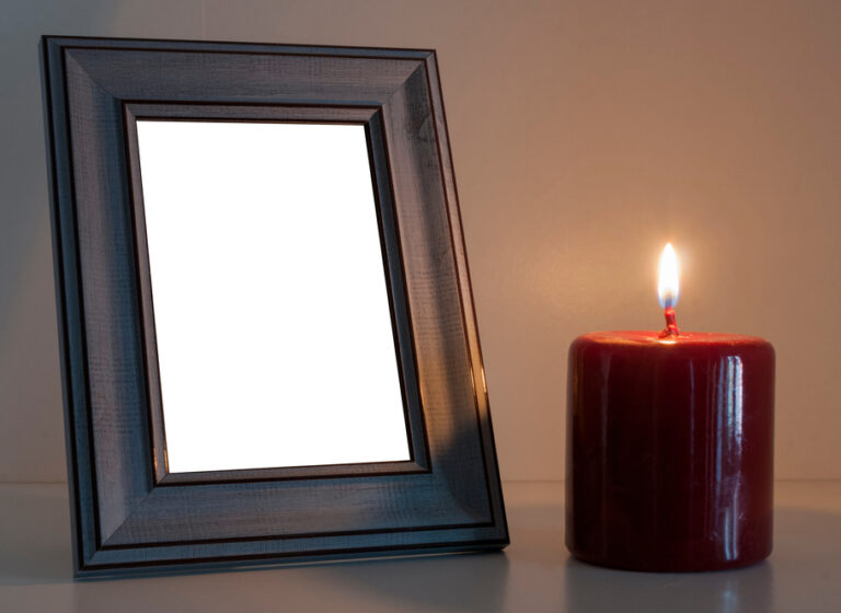 Red,Funeral,Candle,Next,To,A,Blank,Wood,Photo,Frame